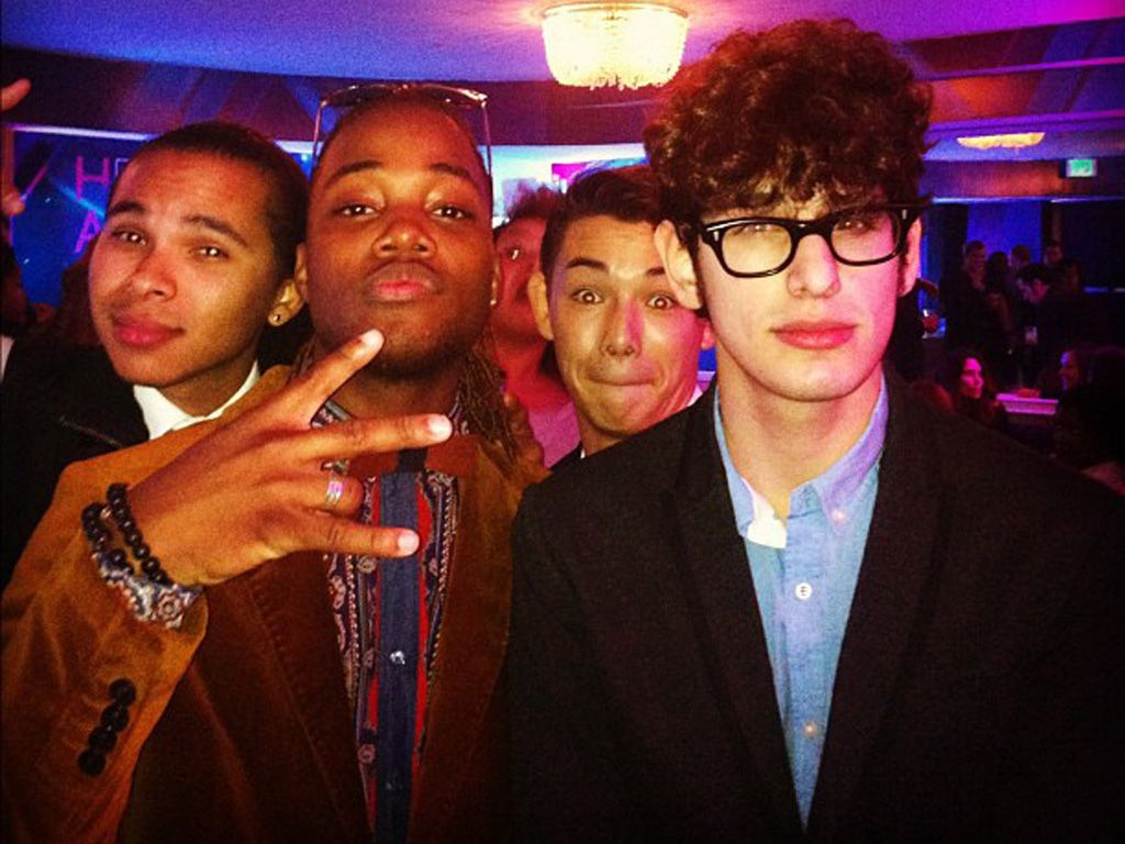 Photobomb!|Look closely and you'll see Ryan Potter and Rachel Crow photobombing this pic of Leon and Matt! They have no clue.