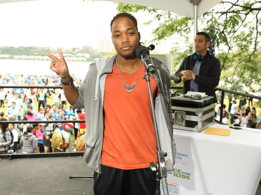 Peace & Leon|Leon Thomas shows his support for the WWDOP at the SmashZone tennis courts.