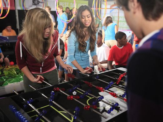 Girls Vs. Boys|Jennette McCurdy and Ashley Argota are challenging the boys to a foosball duel!