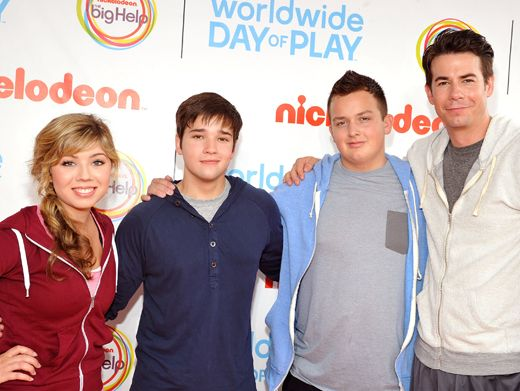 iPlay Because|A family that plays together, stays together! The iCarly cast loves to get in the game.