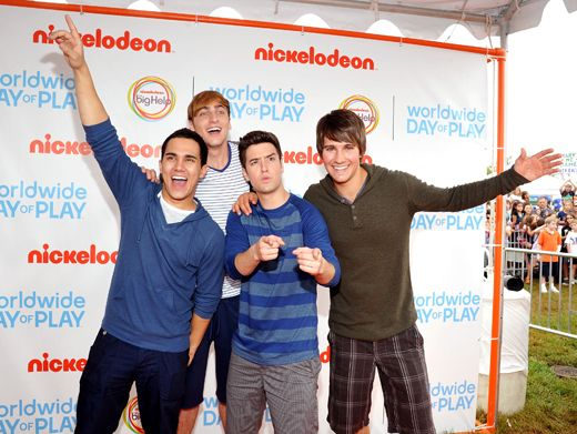 Rush to the Field|Who's in a Big Time Rush to get to WWDOP? Everybody!