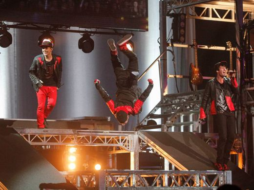 Stage Nosediving|Some fearless acrobatics make this show a night the Rushers will never forget.