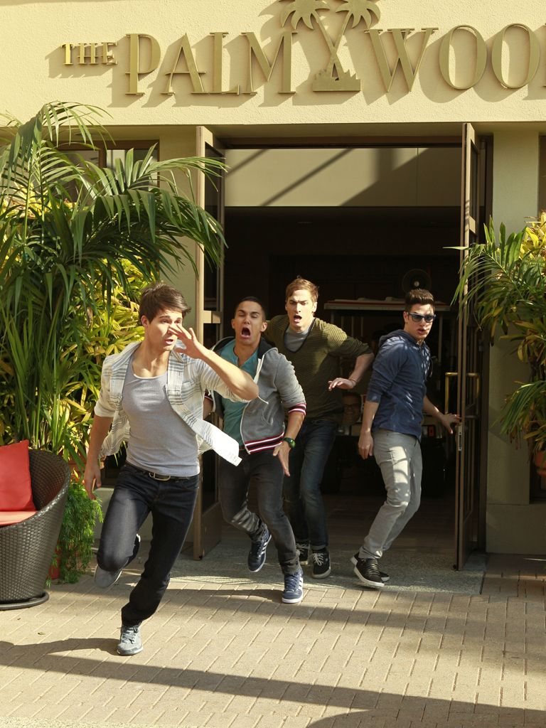 Band on the Run|It's not suprising BTR has to run from fans, but no pushing, guys!