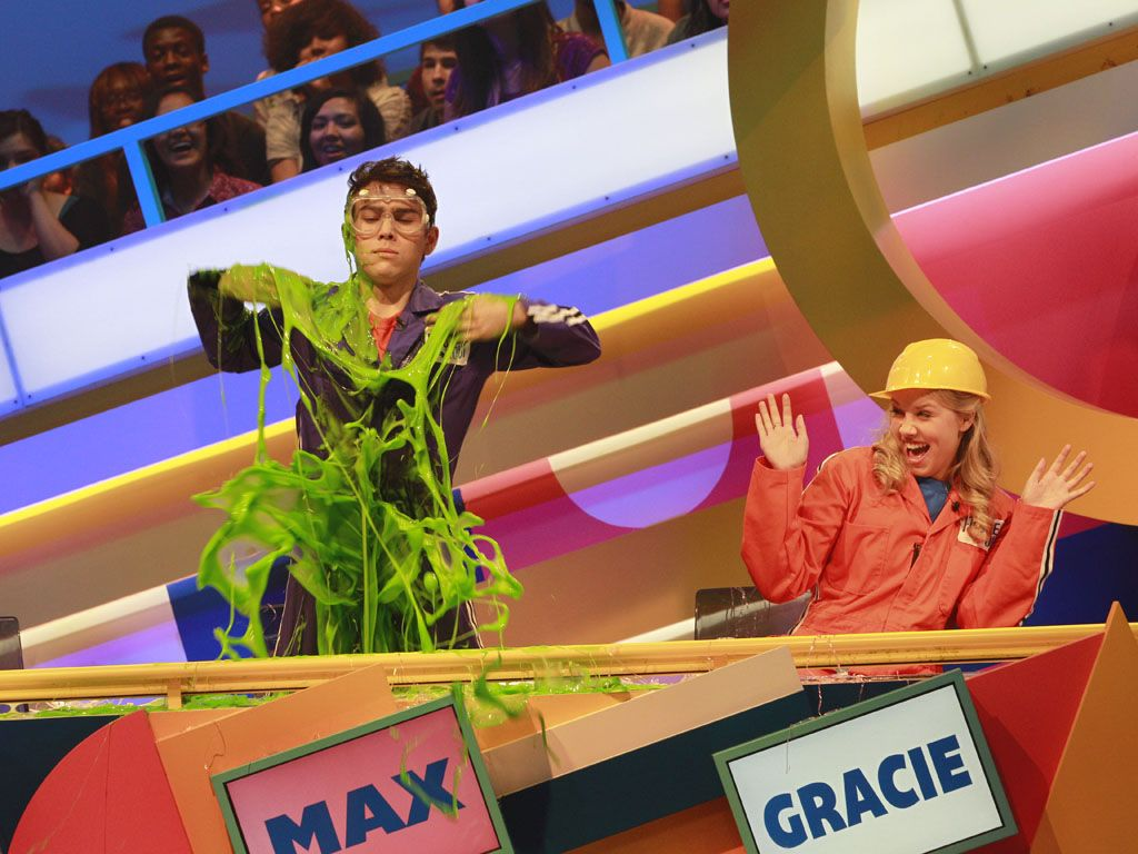 Look at that slime!|Max slathers on some slime. That slime looks beautiful, isn't it?
