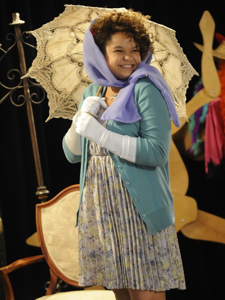 Parasol Pose|So what if it isn't raining on stage? That adorable parasol is the perfect addition to that outfit!