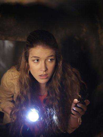 Sneaky Nina|Determined to solve the next mystery, Nina sets off on a search at night