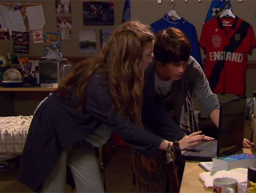 Laptop Lurkers|Nina does it again! She figures out the puzzle and Fina is one step closer to solving the riddle.