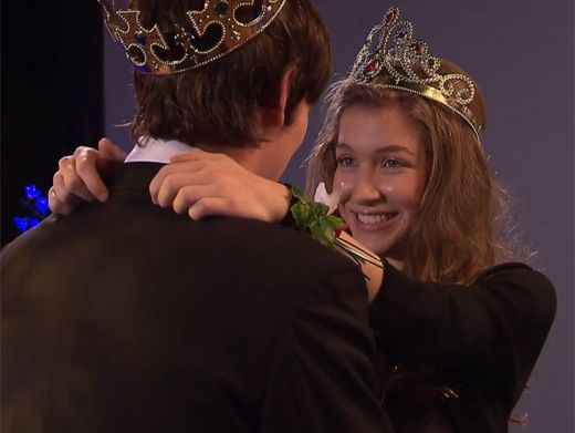 Prom King and Queen|Nina and Fabian are crowned King and Queen by Amber! Who knew Amber could be so selfless sometimes?