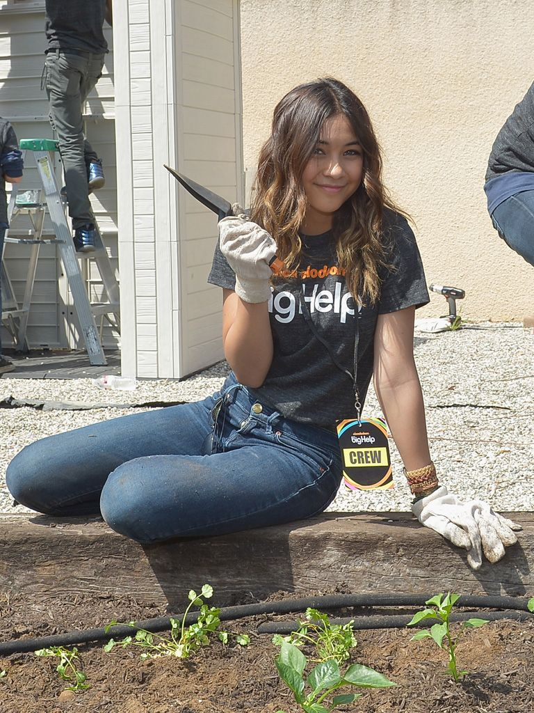 Ya Dig?|Lulu Antariksa (AKA Stevie) struck a pretty pose while planting some greens in the garden.