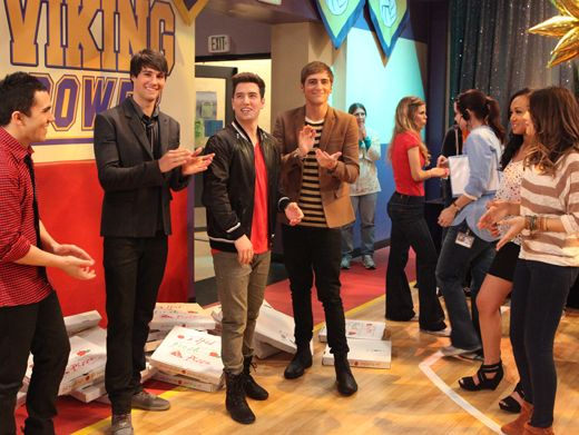 Cast Congrats|We don't know who rocked this episode best, the HTR cast or the boys of BTR! Either way, they both deserve a hand.