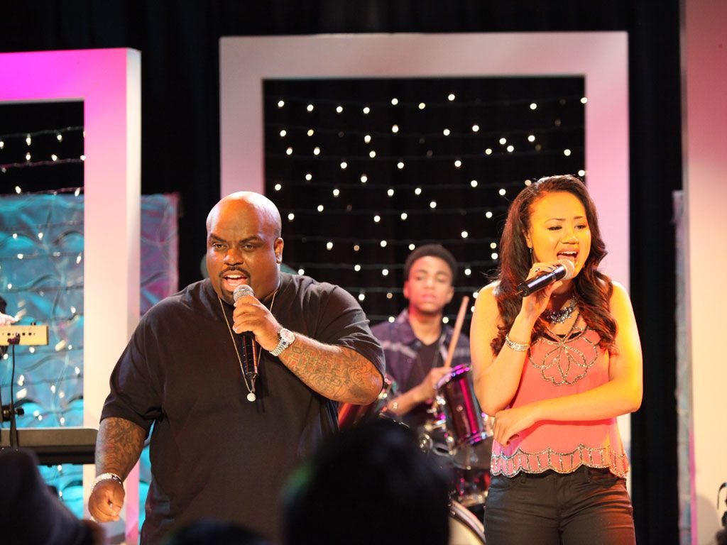 The Two are 'Crazy'|Kacey and Cee Lo perform a new duet called
