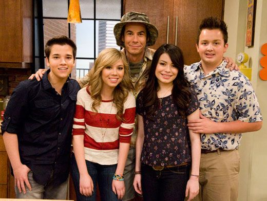 Seasons Greetings!|With this hilarious all star cast back at it, this might be the best iCarly season yet!