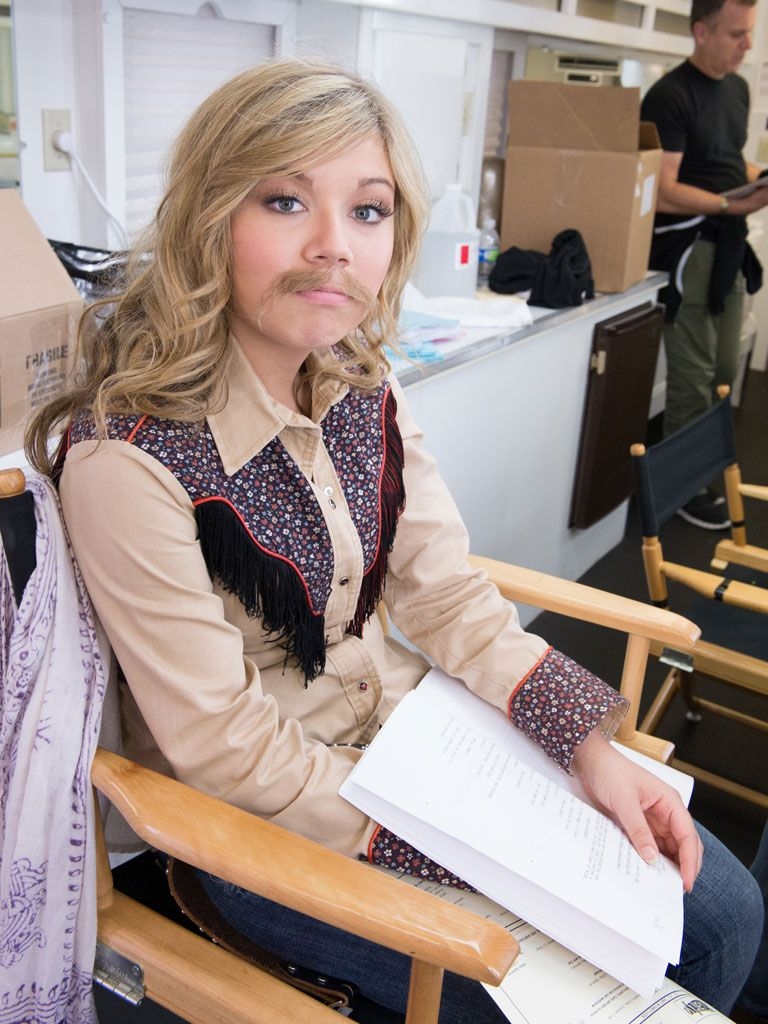 Yeee-Haw!|Nice 'stash Jennette! Looks like this country cowgirl is back by popular demand, and she's getting her lines ready for her special appearance.