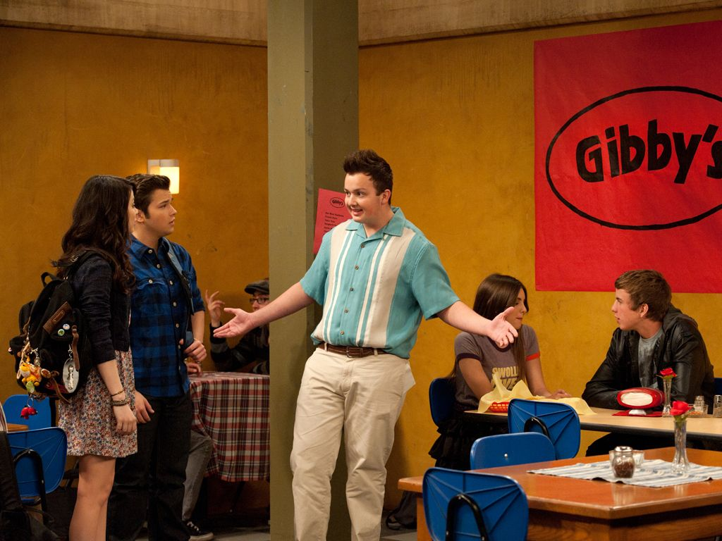 Gibby's Guests|Freddie and Carly are some of the girst guests to arrive at Gibby's new restaurant. Do you think they'll order spaghetti tacos?