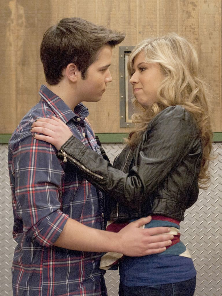 Seddie Smooch|Look out Freddie! Sam's about to lay one on ya!