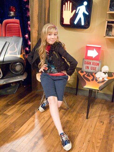 Silly by Nature|Even from her young'n years on iCarly, Jennette McCurdy has always had a great sense of humor!