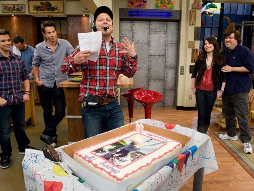 Set Surprise|The iCarly cast and crew gathered around and surprised Miranda with her very own cake!
