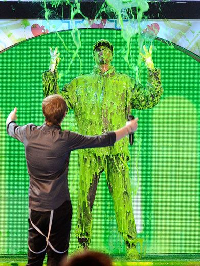 Hug It Out|Kendall of BTR reaches out for a hug from Snoop Dogg right as he's getting slathered in slime. Uh, I'd think about that again Kendall.