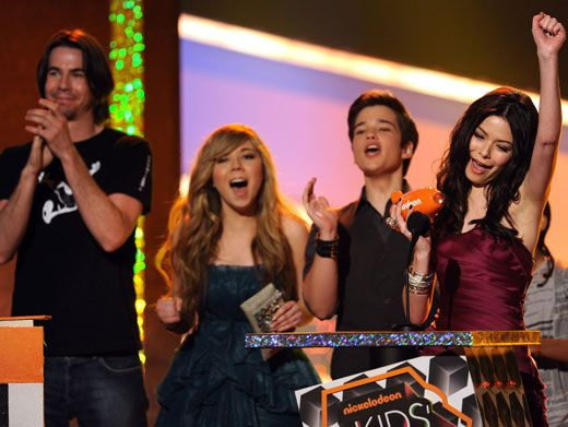 iWon Again!|Last year, the iCarly cast accepted their second KCA blimp for Favorite TV Show!