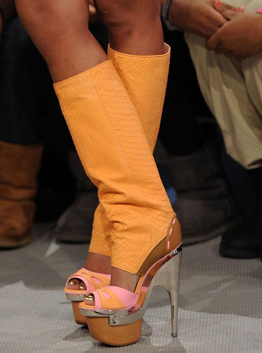 /nick-assets/shows/images/kids-choice-awards-2012/blogs/nicki-minaj-shoes-1.jpg