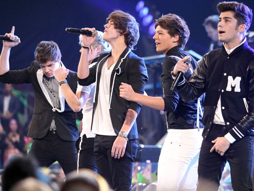 Group Shot|1D tells the KCA crowd all about what makes them beautiful, and we def know what makes these boys beautiful...everything!!