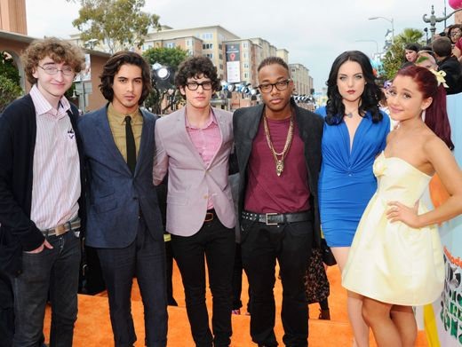 KCA 2012: Victorious Wins Big|Before going inside to claim their Favorite TV Show prize, the Victorious cast straight stunned on the carpet. Lookin' GOOD, guys.