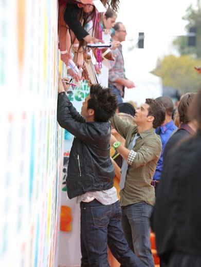 KCA 2012: Power Rangers on the Orange Carpet|The Power Ranger squad shows some love to their adoring fans on the Orange Carpet!