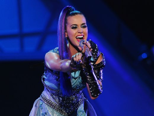 KCA 2012: Katy Perry Sings It Loud|Katy Perry brought the house down with her performance of