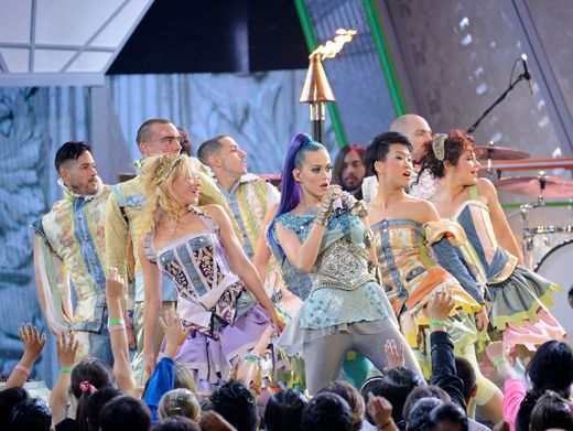KCA 2012: All Together Now|Katy Perry's perfomances are always unforgettable. This time she sends Hogwarts into the future with major stage magic. Popwarts: An enchanted school for the musically talented.