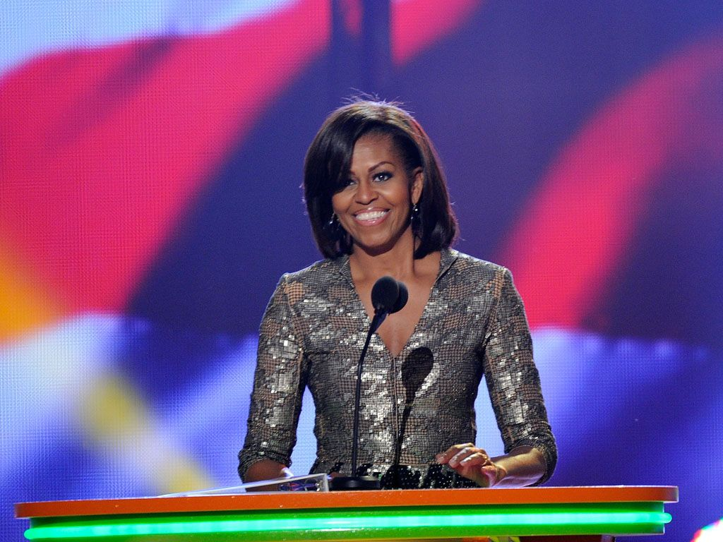 Cheeeese!|Michelle Obama smiles from ear to ear as she presents the Big Help Award to last year's winner, Taylor Swift.