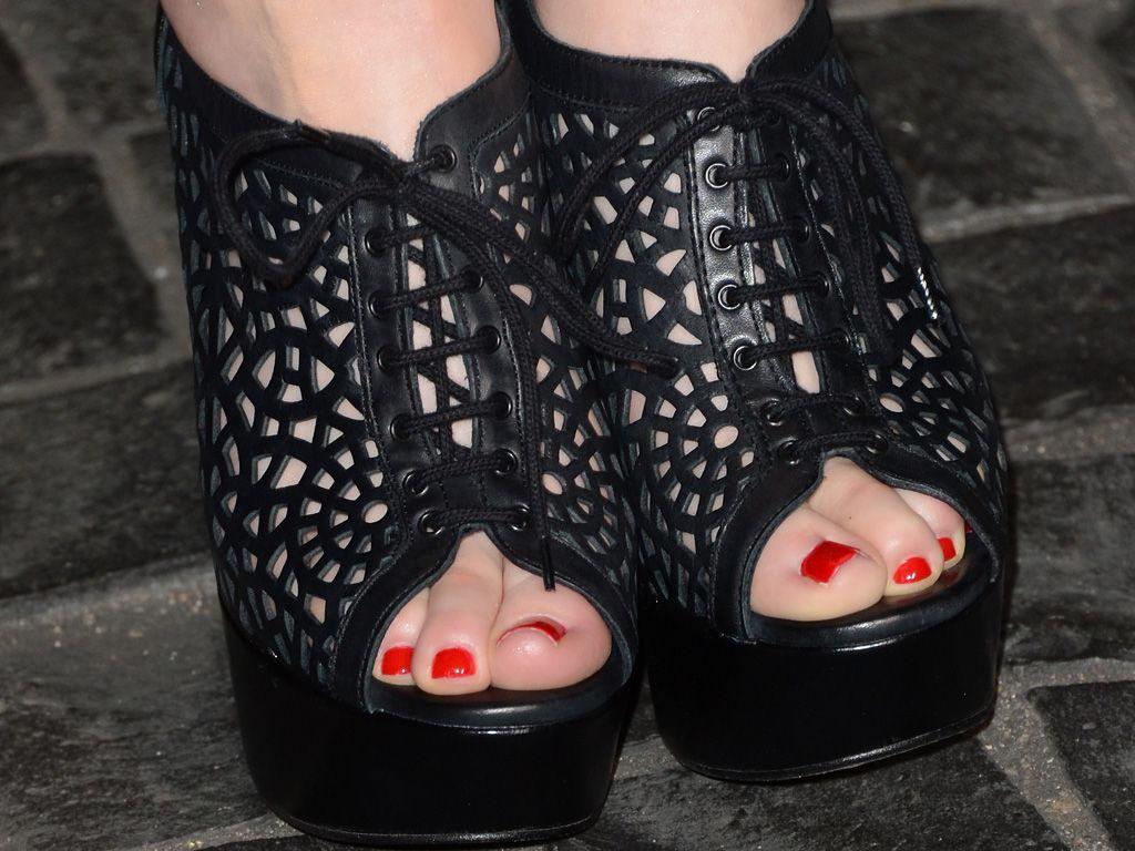 Displaying 14> Images For - Miranda Cosgrove Toes...