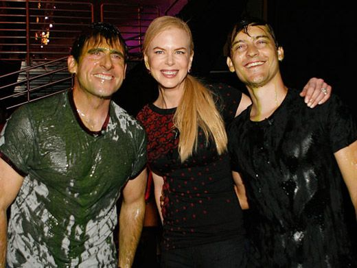 Slime Sandwich|Nicole Kidman, who accepted the blimp for Happy Feet, with 2 slimey friends.