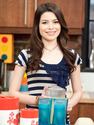 Carly in the Kitchen|Miranda shows her stripes on set with a smile!